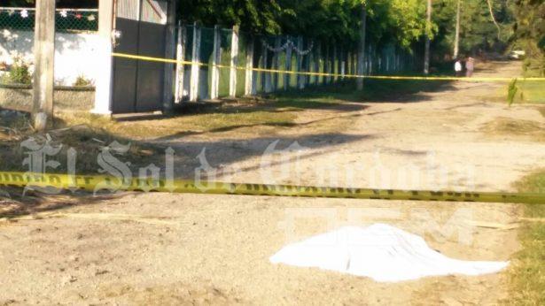Lo matan afuera de una escuela, en Amatlán