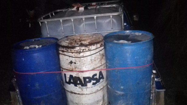 Aseguran presunto punto de venta de huachicol, en Tezonapa