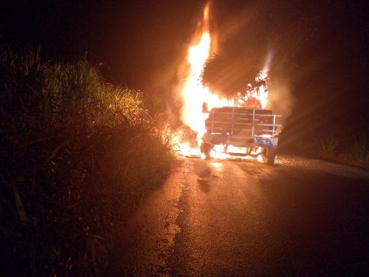 Camión cañero quedó envuelto en llamas