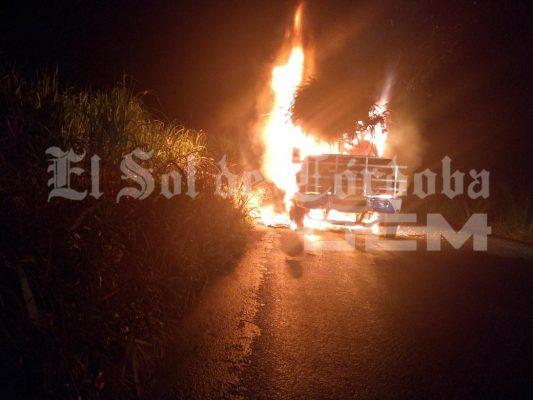 Se incendia camión cañero en Puente Zapote