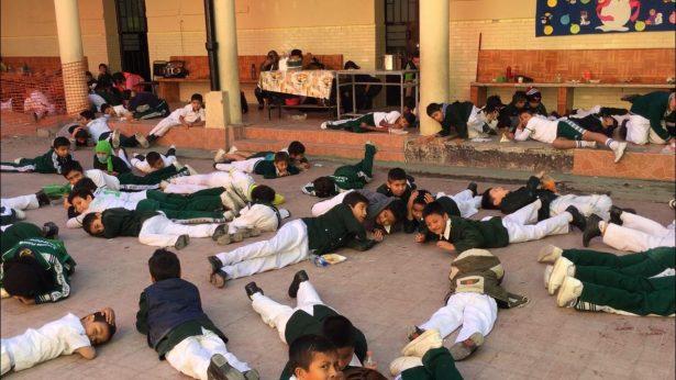 """Estudiantes de la """"Cantonal"""" realizan simulacro de Situación de Riesgo"""
