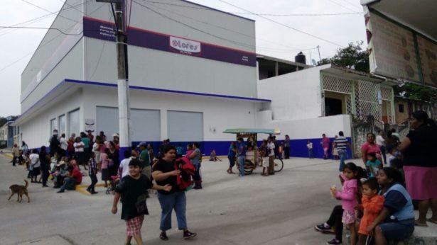 Exige población apertura de centro comercial