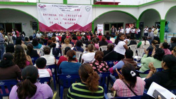 Benefician a 100 mujeres  con créditos a la palabra