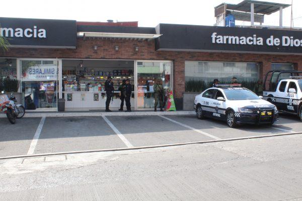 Asaltan farmacia en Córdoba; delincuentes escapan pese a operativo policiaco