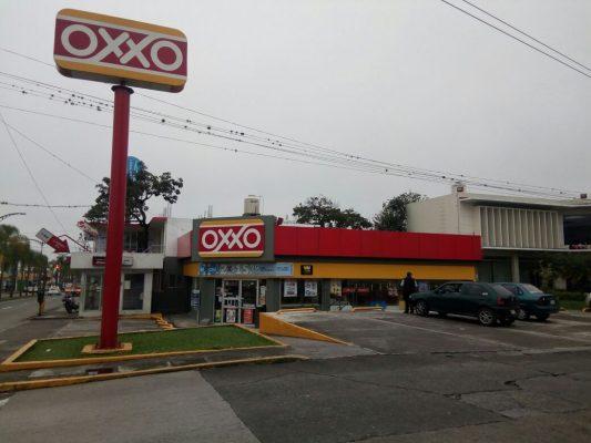 Asaltan OXXO de avenida 11 y calle 18