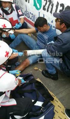 Impacta autobús a motociclista en la ex vía del Huatusquito