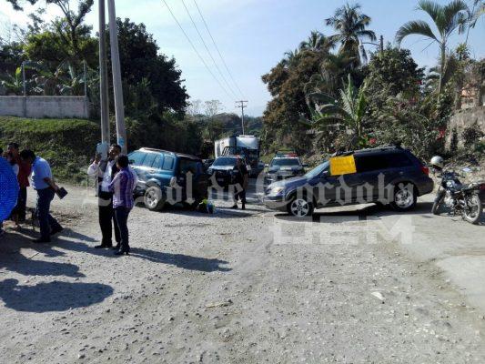 Bloquean carretera padres de familia, en La Concha