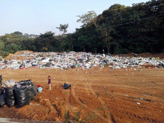 Abren basurero a cielo abierto junto a unidad deportiva en Yanga