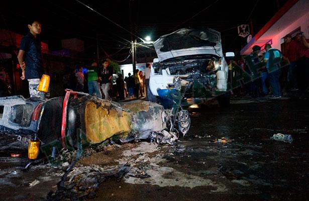 Motociclistas se salvaron de milagro, se impactaron contra camioneta