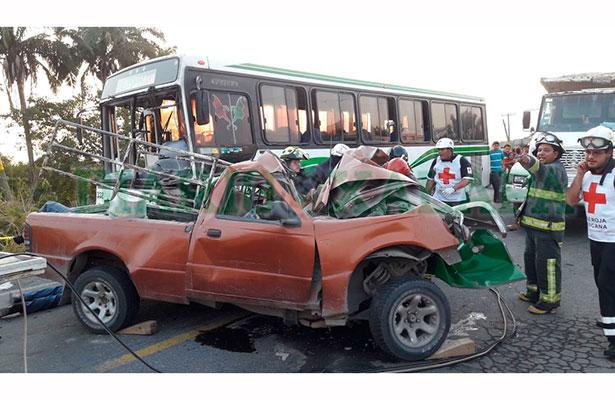Al menos 5 muertos y varios heridos en accidente sobre la Veracruz-Xalapa