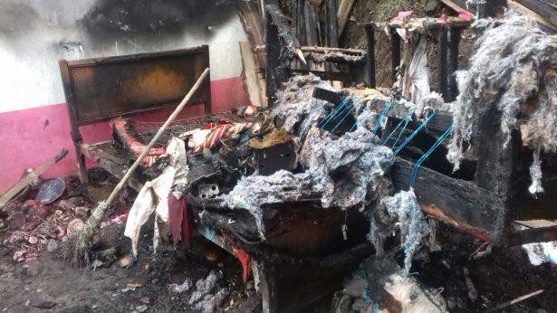 Incendio dejó en el desamparo a familia