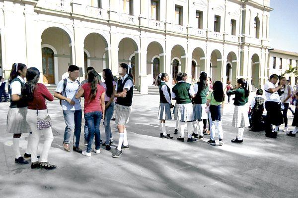 Escuelas de comunidades se quedan sin alumnos