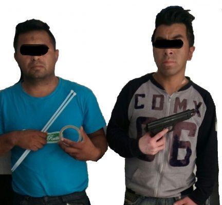 Capturan a dos hombres con arma; al parecer intentaban asaltar un local de telefonía