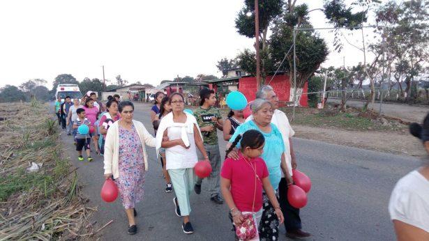 Veneran pobladores a Virgen de la Candelaria