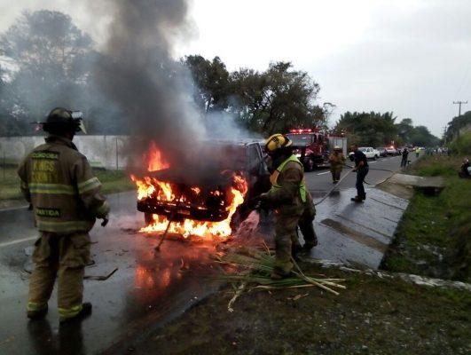 Se incendia Camioneta en Los Cerezos
