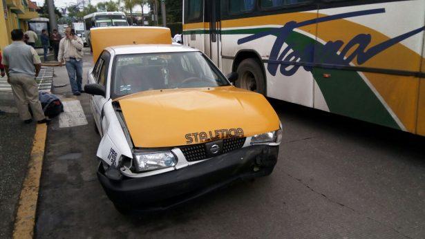 Chocan autos en el bulevar Miguel Alemán; un herido