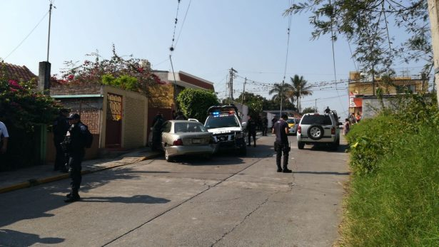 Choca patrulla contra  Sentra en Buena Vista