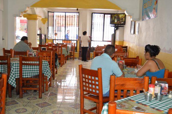 Restauranteros incrementan sus precios
