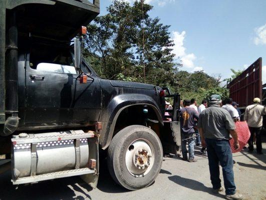 Bloquea cañero carretera Motzorongo-Tezonapa