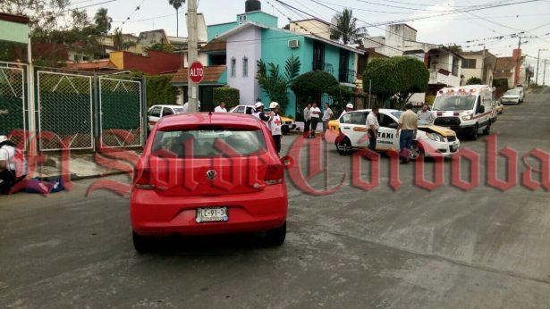 Se impactan automóvil y Taxi en Nuevo Córdoba