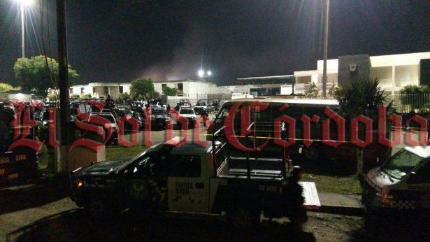 Mueren siete policías durante motín en La Toma