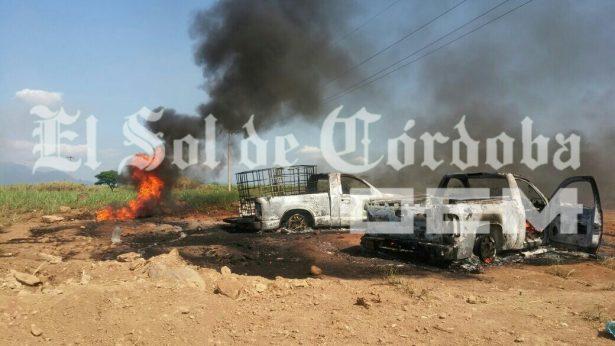 Se incendian camionetas de huachicoleros en toma clandestina