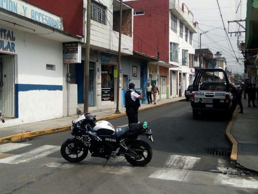 Roban camión con zapatos; 5 detenidos