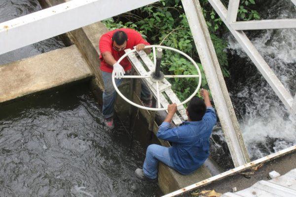 Hidrocarburo contamina fuente de abasto de agua