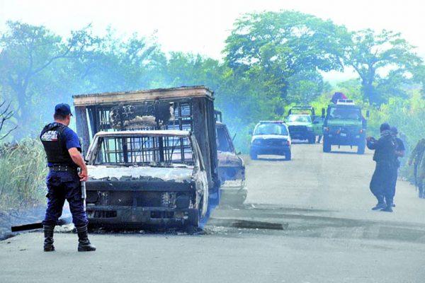 Muere uno de los quemados por incendio de camionetas