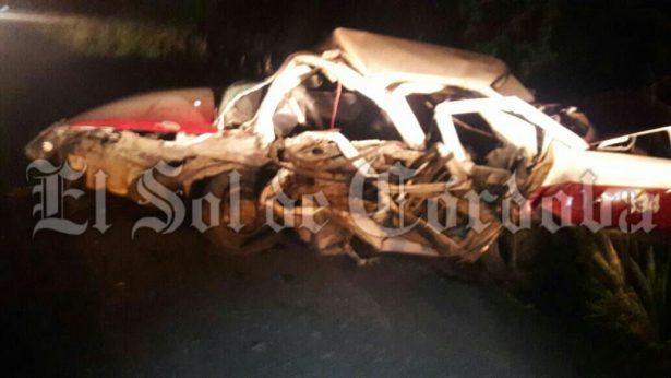 Muere taxista prensado, tras ser impactado por tráiler