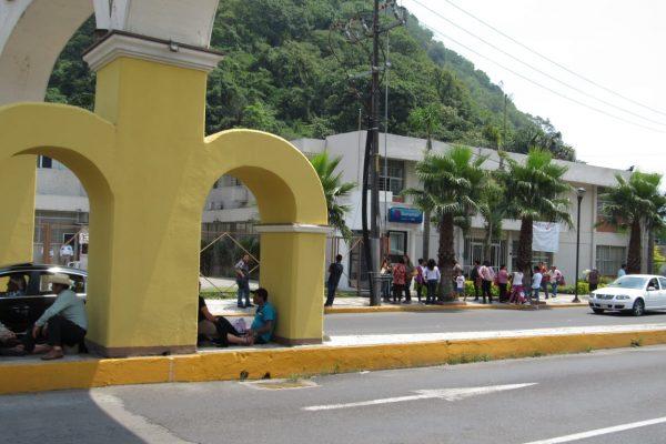 Jóvenes presentan examen para ingresar a la UV en la zona Córdoba-Orizaba