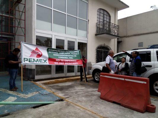 Se manifiestan jubilados y pensionados de Pemex