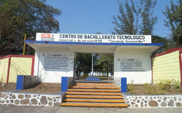 Estudiante de Cbtis es ejecutado con seis tiros afuera de primaria