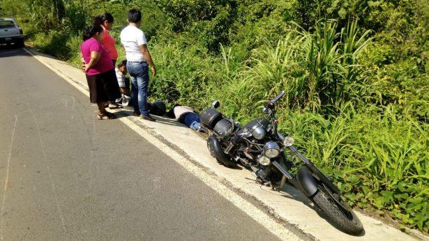 Con fracturas y heridas múltiples terminaron dos jóvenes al accidentarse en motocicleta