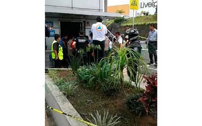 Muere niño al caer elevador de Plaza Las Américas, en Xalapa