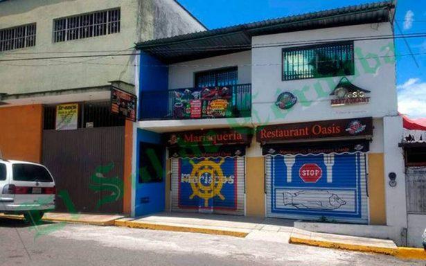 Hombres armados secuestran al dueño de restaurante de mariscos cuando llegaba a su local