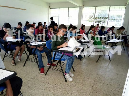 Más de 3 mil jóvenes presentan examen de admisión a secundaria en la zona de Córdoba