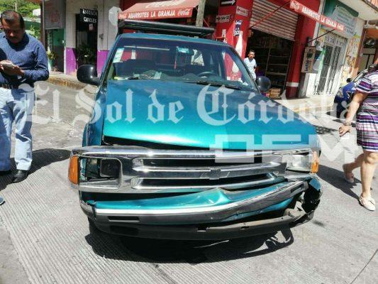 Carambola deja $10 mil pesos en daños materiales