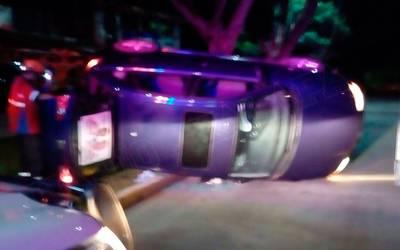 Trabajador de hojalatería tomó auto sin permiso y lo volcó