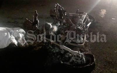 Fallece motociclista y su acompañante