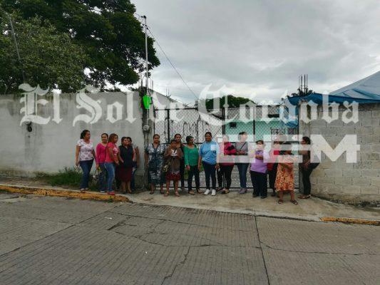 """Con manifestación exigen docente en primaria """"Guadalupe Victoria"""""""