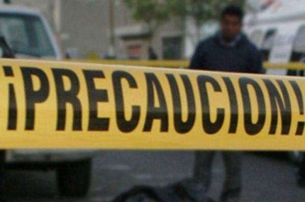 Camioneta embiste a dos jóvenes; un muerto y un herido de gravedad