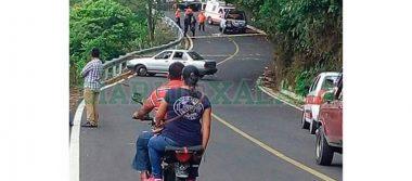 Fingen ser pasajeros y abordan taxi para ejecutar al chofer
