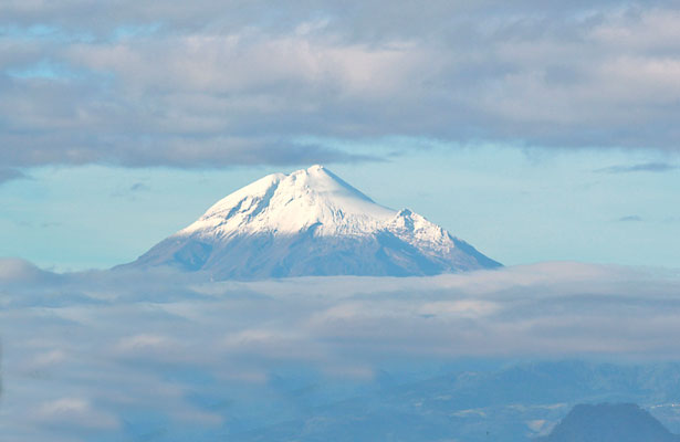 Mueren dos al desplomarse avioneta en el Pico de Orizaba