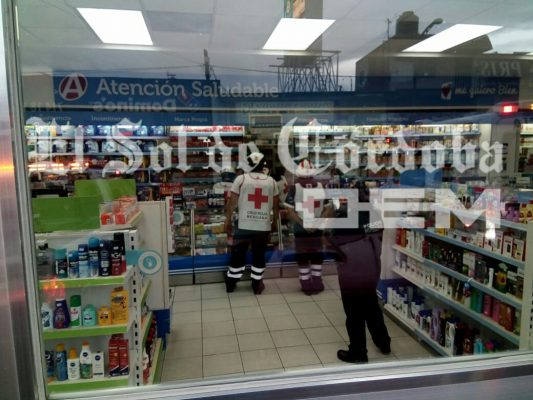 Asaltan farmacia; golpean a empleada