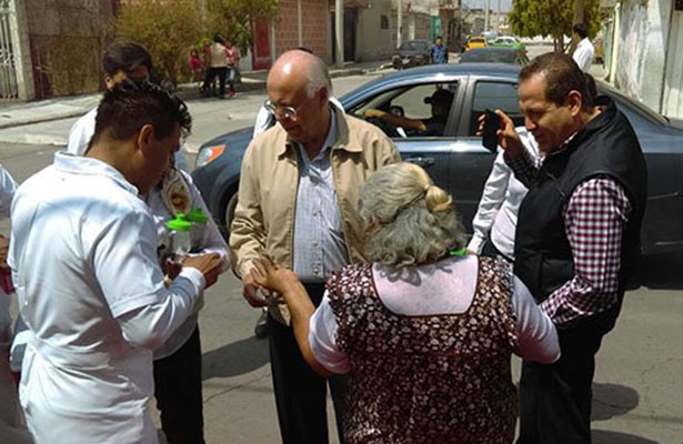 Llevan Eruviel Ávila y José Narro atención médica a domicilio a vecinos de Ecatepec