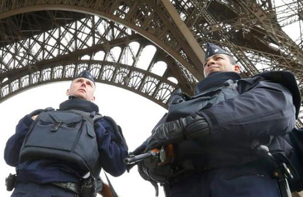 Tres sospechosos serán acusados tras hallazgo de bomba artesanal en París