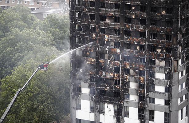 Policía descarta acto de terrorismo en incendio de edificio en Londres