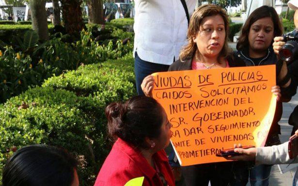 Gobierno deja en el olvido a viudas de policías caídos