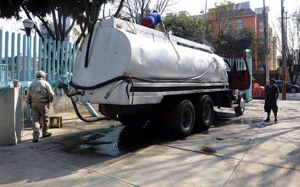 Solamente 40 pipas distribuyen agua en 13 delegaciones